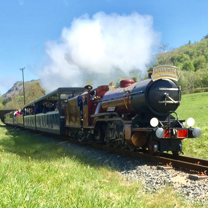 Eskdale Belle Carriage & Steam Train Experience with Prosecco and Lunch for Two