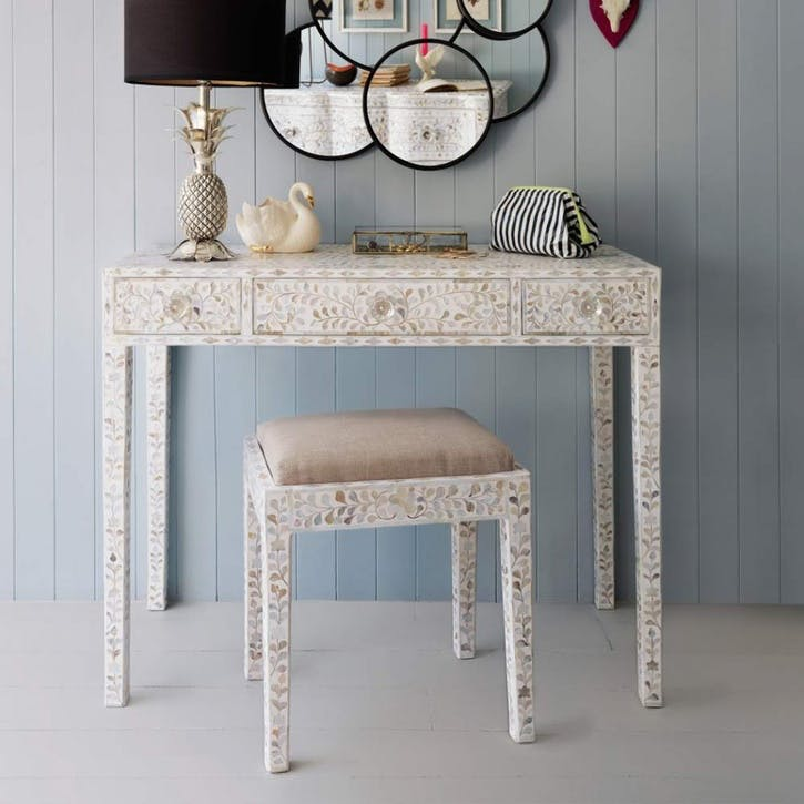 White Maxi Mother Of Pearl Table