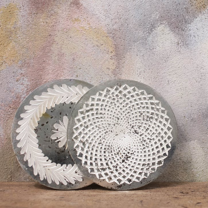 Avani Etched Placemat; Flower