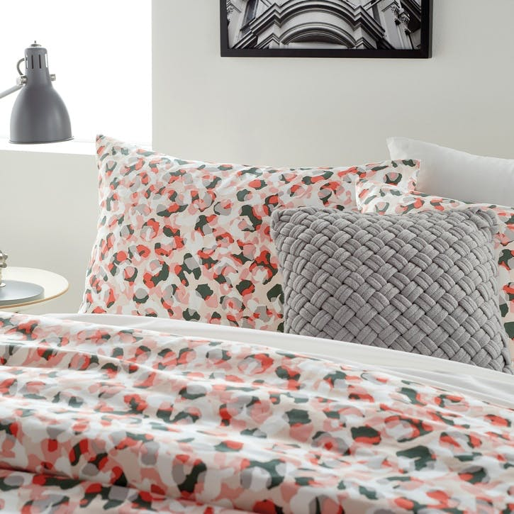 Wild Geo Standard Pillowcase, Blush