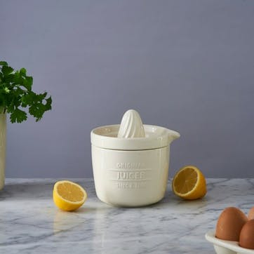 Innovative Kitchen Juicer and Store