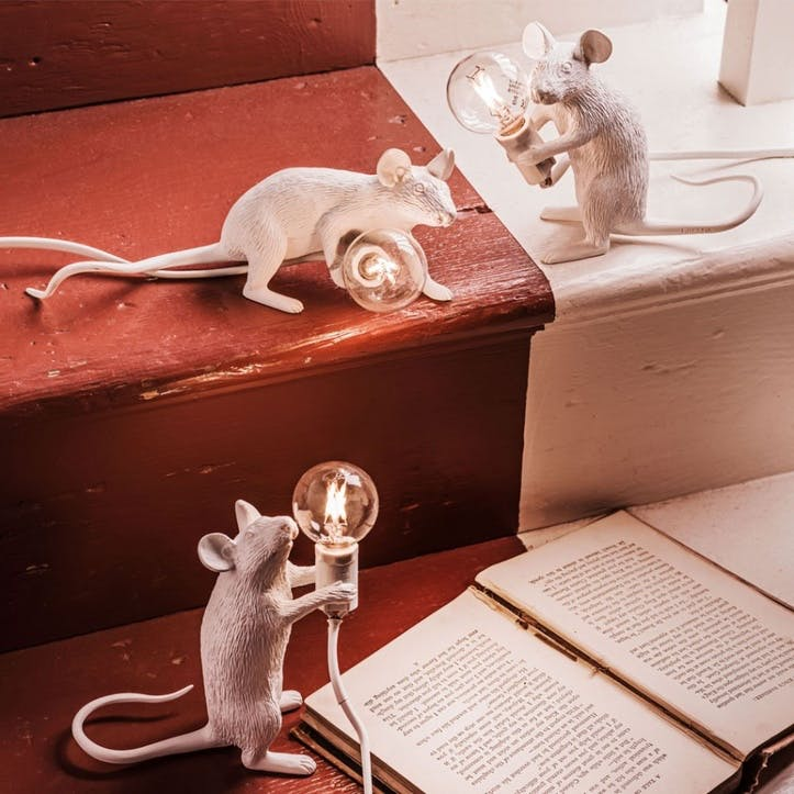 Mouse Lamp, Sitting