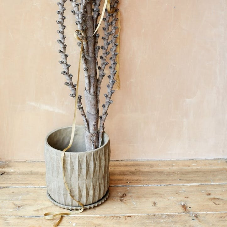 Round Diamond Embossed Plant Pot With Tray