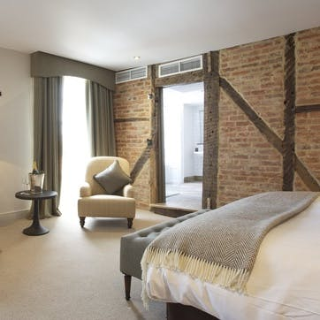 A voucher towards a stay at Kings Head Hotel for two, Cotswolds